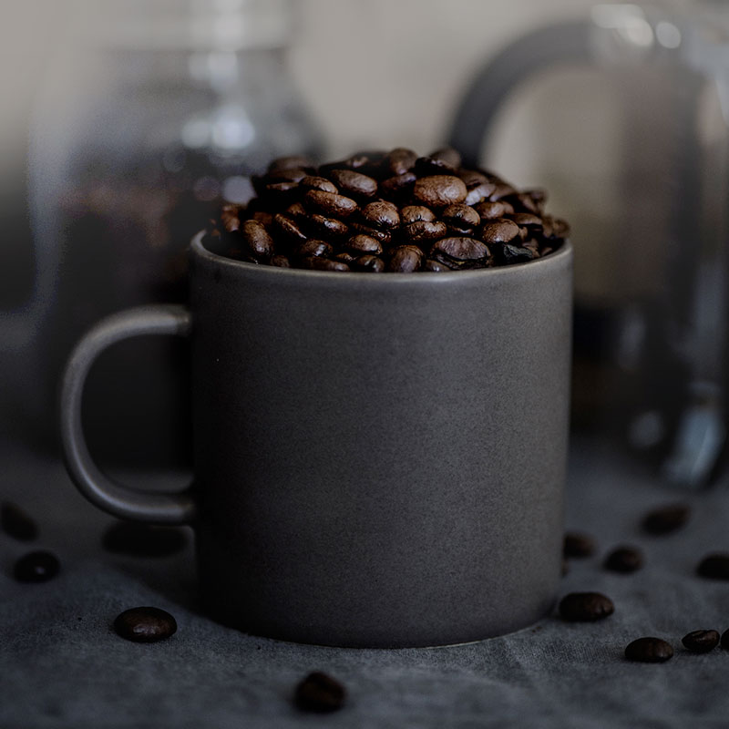 kaffekop med kaffebønner